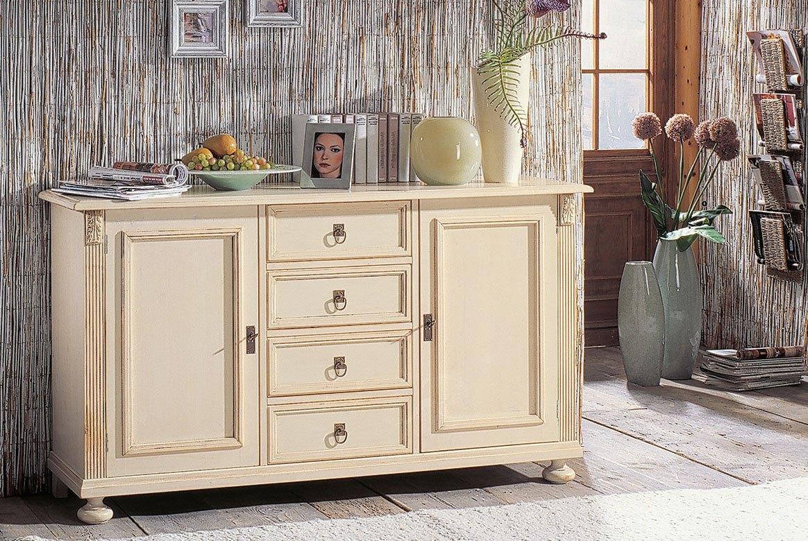 Abbildung Landhaus Sideboard massiv Fichte Alina weiß gewischt lackiert mit Gebrauchsspuren.