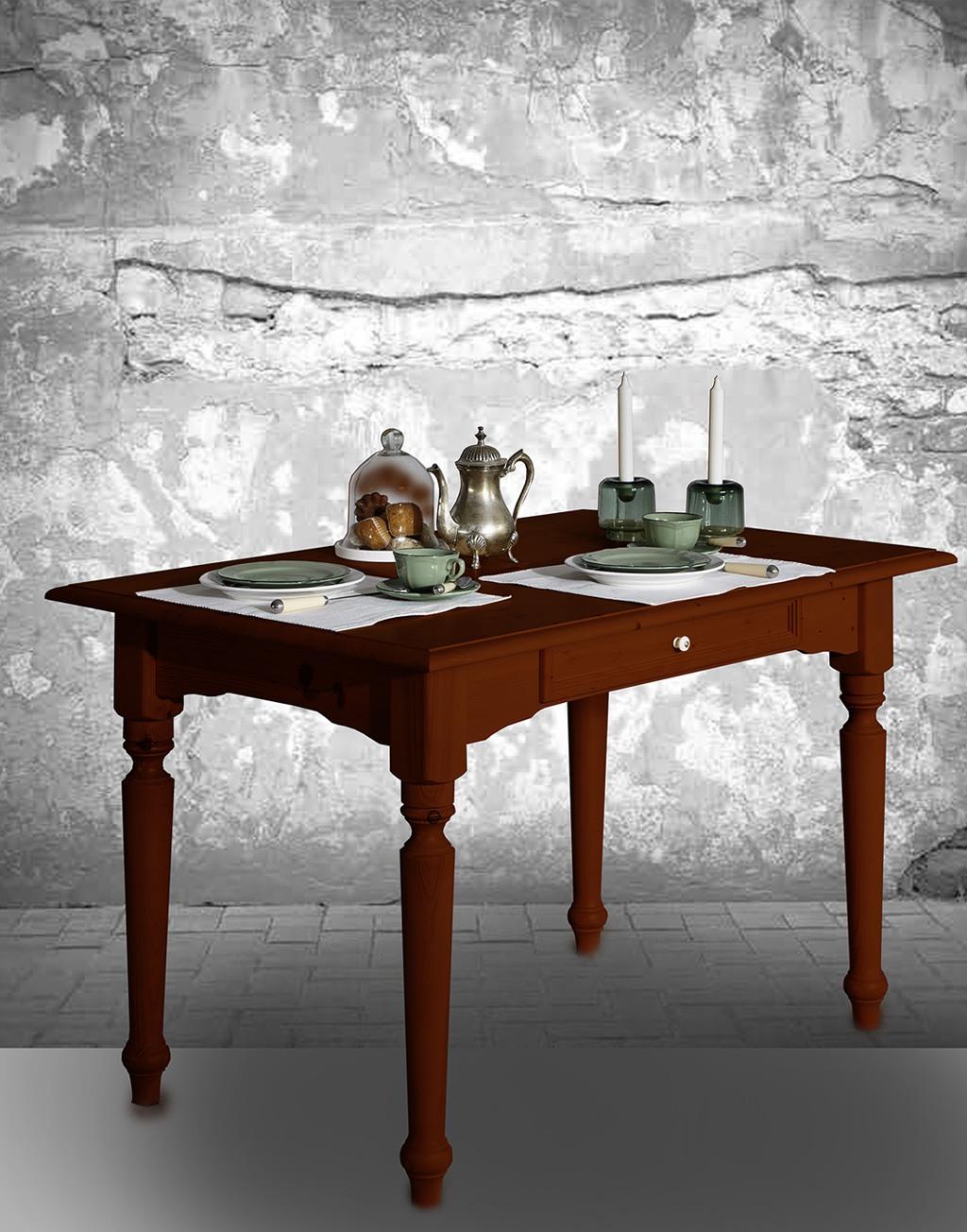 Abbildung Tisch Alina in Nussbaum lackiert.