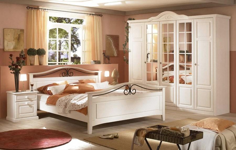 Schlafzimmer Landhaus weiß teilmassiv San Diego