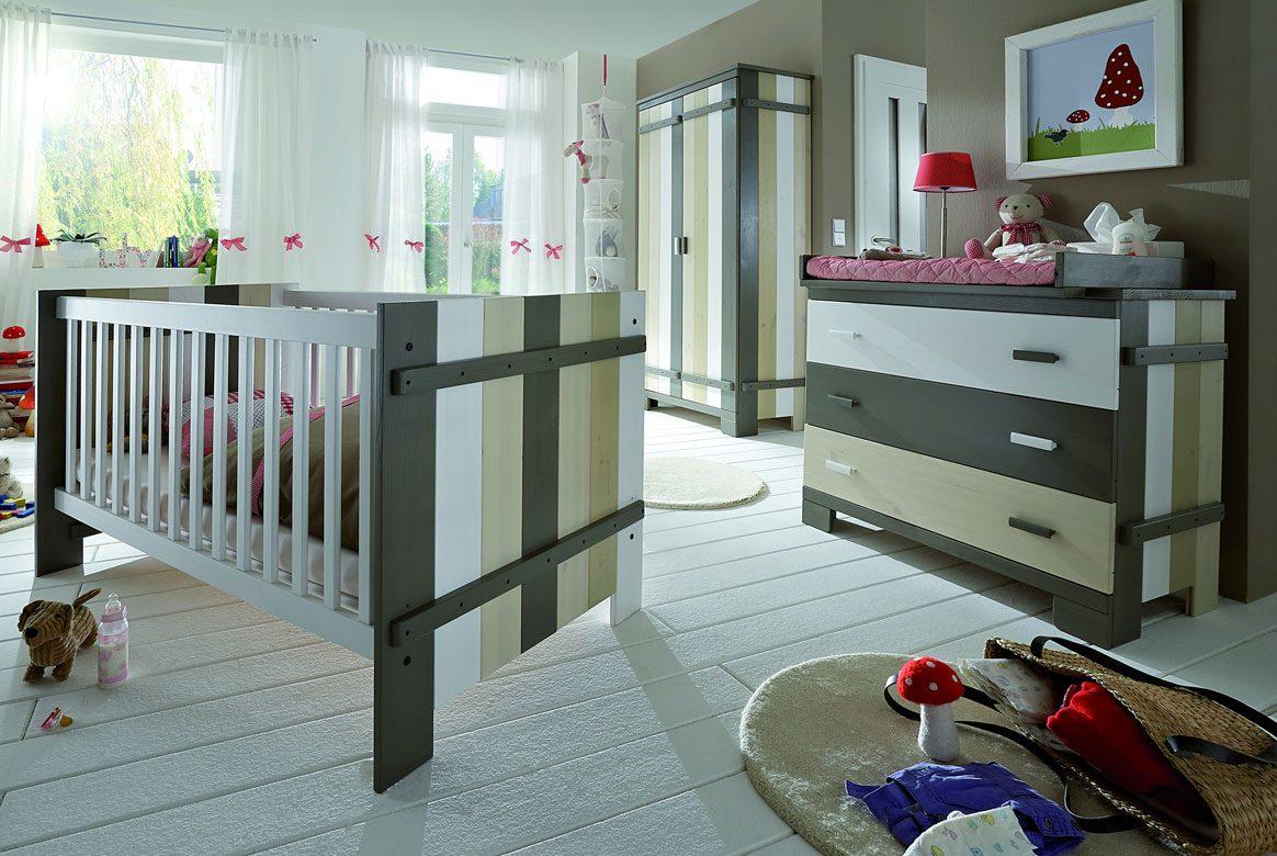 Abbildung Babyzimmer Set Massivholz mit 2 trg. Kleiderschrank | Merlin