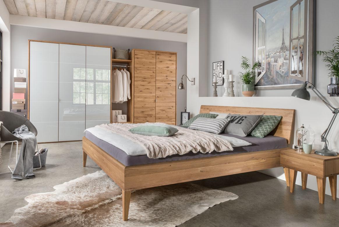 Abbildung Schlafzimmer Kleiderschrank in Massivholz Wildeiche geölt | F10