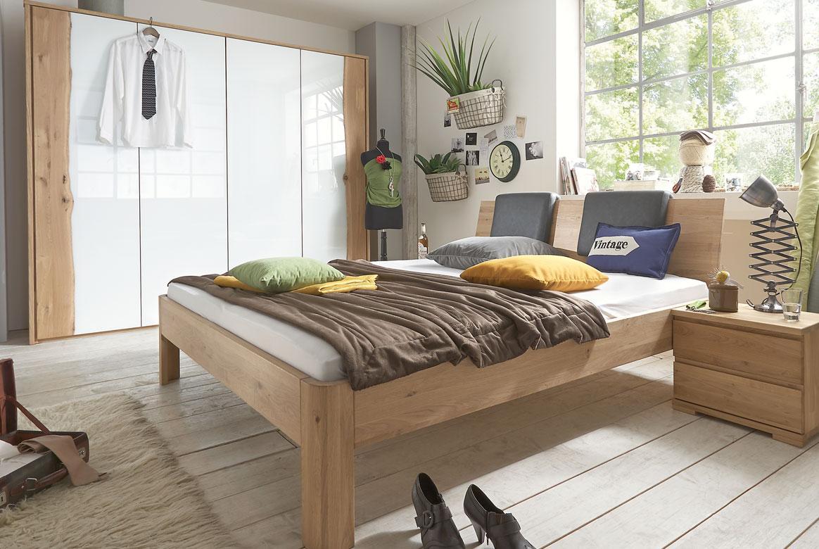 Abbildung Schlafzimmer Kleiderschrank in Massivholz Wildeiche geölt | F09