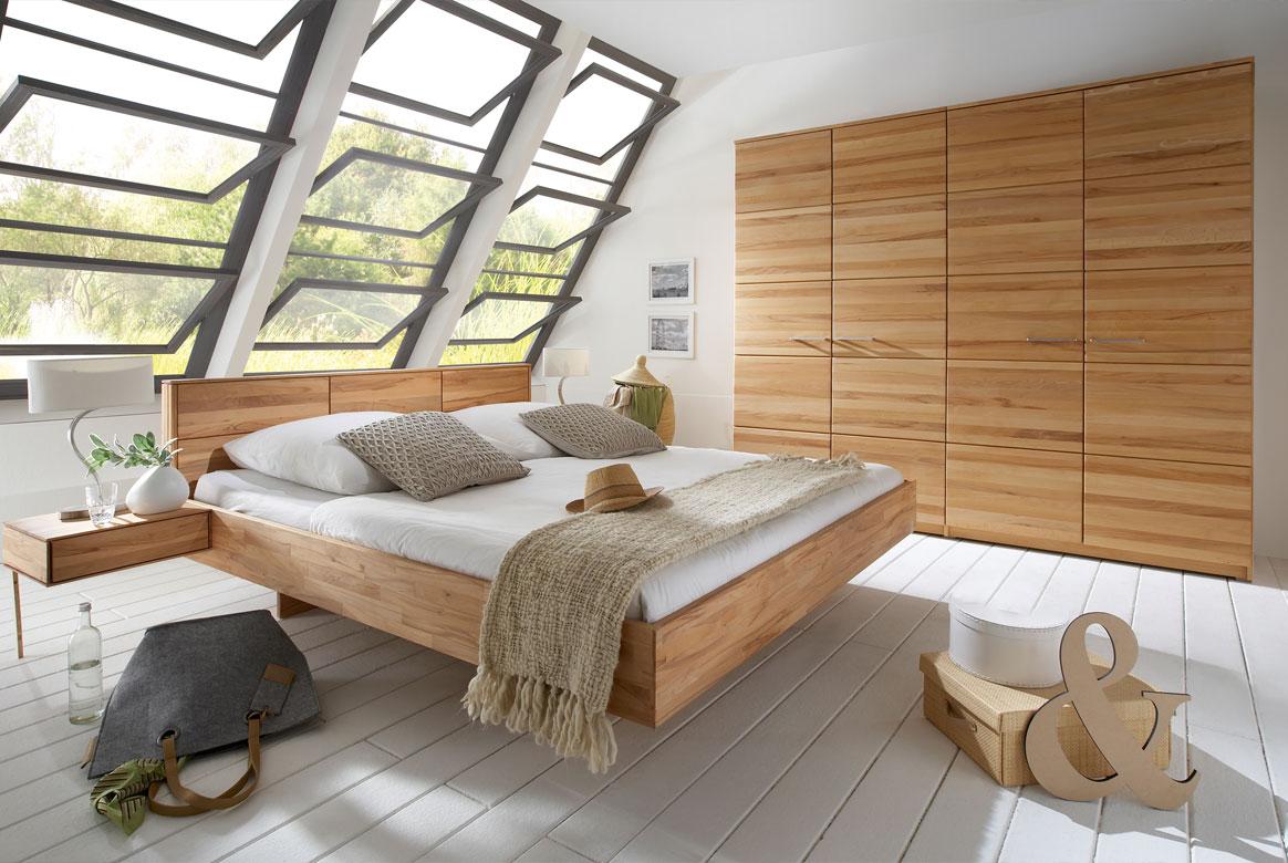 Abbildung Schlafzimmer mit Kleiderschrank in Massivholz Front 6 | F6