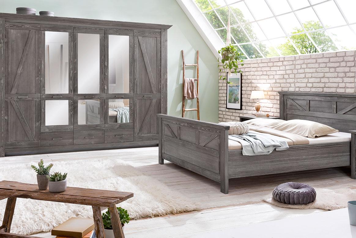 Schlafzimmer Landhaus Altkiefer teilmassiv Baleo | P05