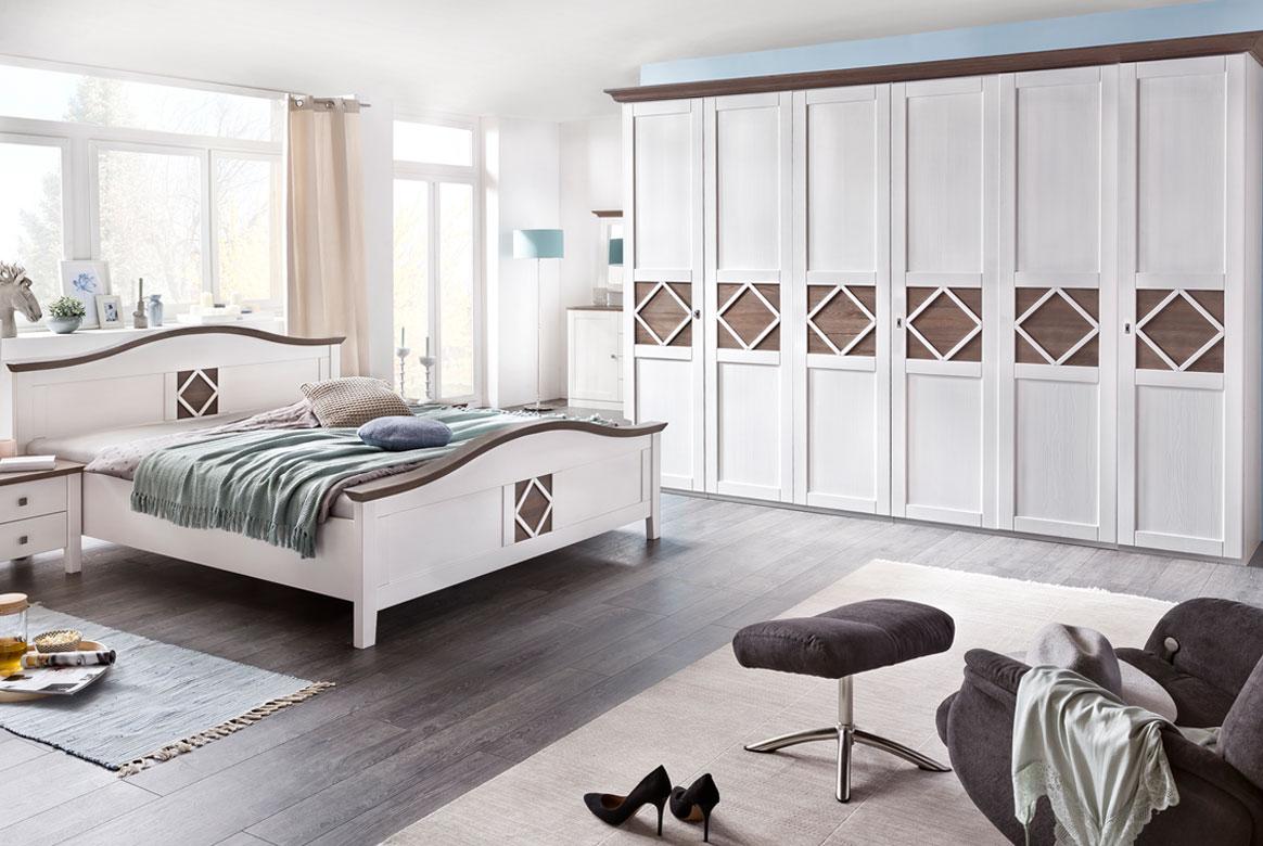 Schlafzimmer Landhaus weiß teilmassiv Mistral | P05
