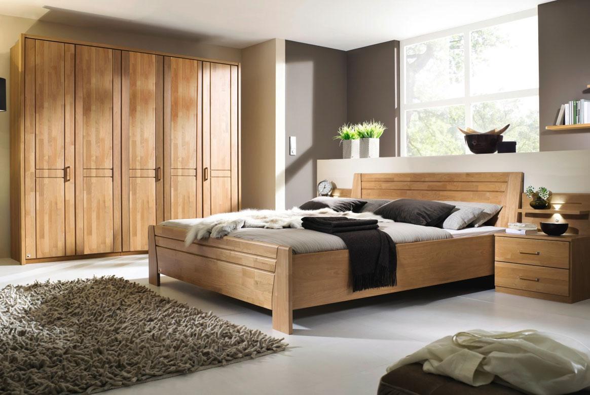 Abbildung Schlafzimmer teilmassiv | Standardbett 180x200 u. Kleiderschrank 5-trg. Front Erle Sitara | B43