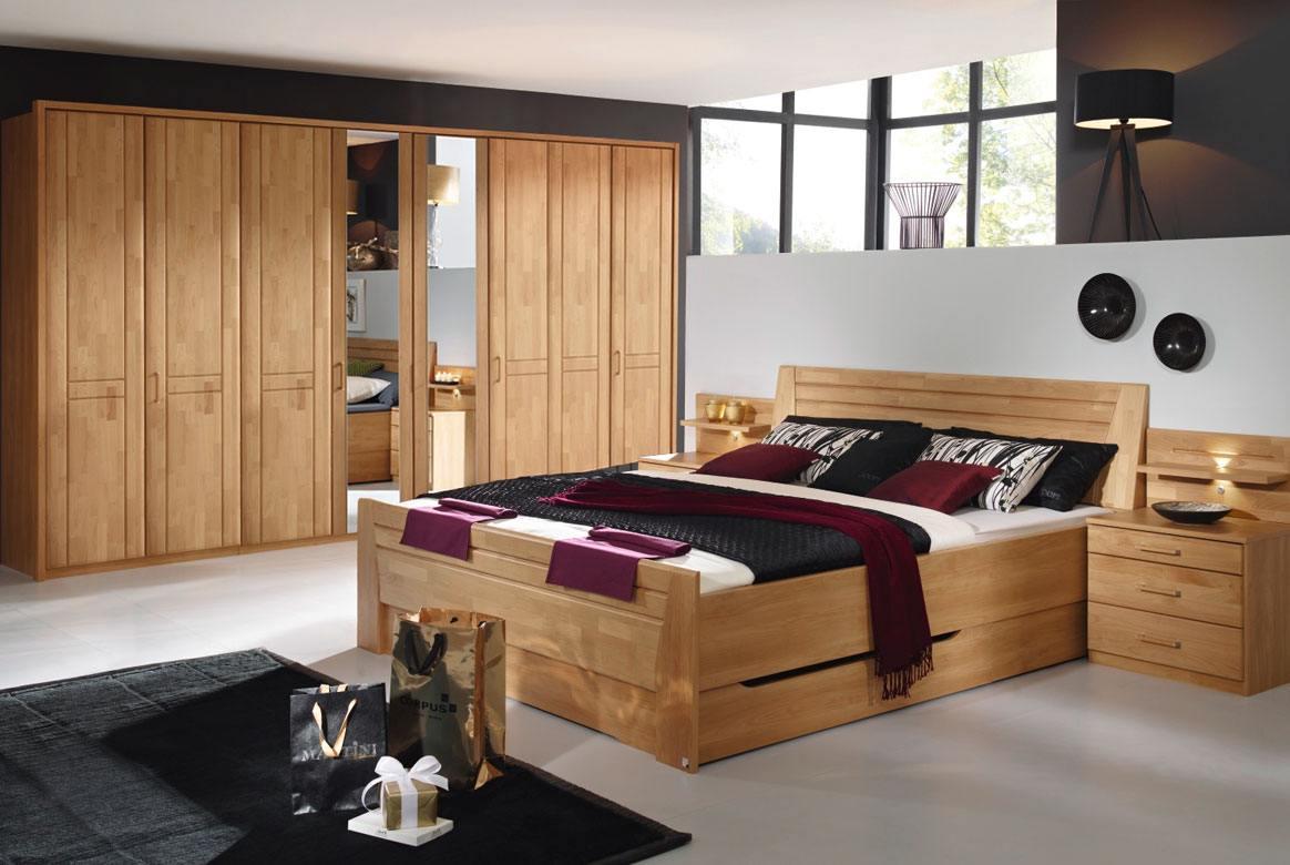 Abbildung Schlafzimmer mit Komfortbett 180x200 u. Kleiderschrank 8-trg. mit 2 Spiegel Front Erle Sitara | S69