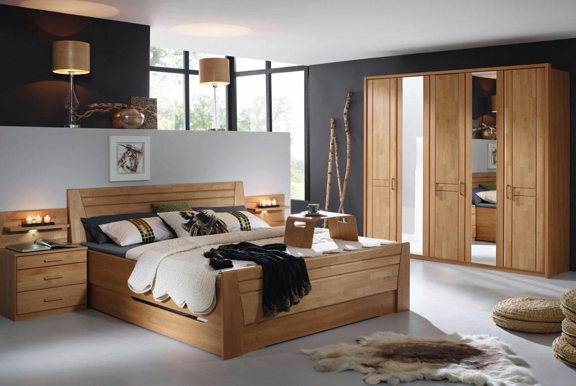Abbildung Schlafzimmer mit Komfortbett 180x200 u. Kleiderschrank 5-trg. mit 2 Spiegel Front Erle Sitara | S71